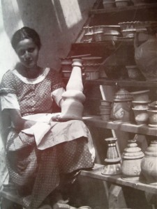 Image 3: Eva Zeisel with pottery from her own studio, 1926