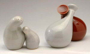 Image 9: Town and Country series, salt & pepper shaker, oil & vinegar set, introduced 1946, manufactured by Red Wing Pottery, Minnesota